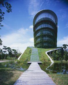 Fábrica na terra / Ryuichi Ashizawa Architect & Associates