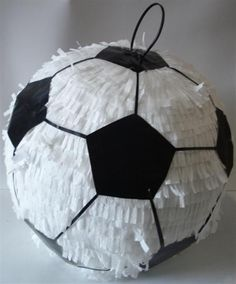 Today you will learn to organize and decorate the best children's party with a soccer theme, because we attach an idea for every detail. Soccer Birthday Parties, Football Birthday, Soccer Party, Sports Party, Soccer Ball, Soccer Birthday Cakes, Party Mottos, Anniversaire Star Wars, Football Themes