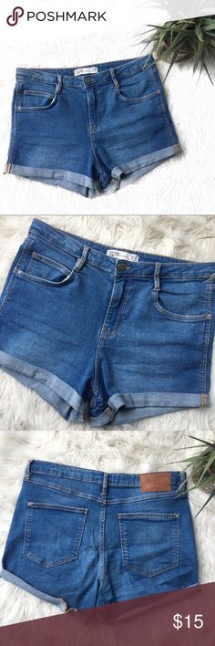 Zara Trafaluc high waisted denim shorts Shorts from Zara Trafaluc Denim Makers Has really good stretch to it. Size 8 High Rise In really good condition. Gently worn, but not defects. Zara Shorts Jean Shorts