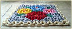 """Tapete Quadrado Wiggly """"Flores de Maio"""" em Trapilho (Wiggly Crochet Rag Rug). Mais fotos, receita e diagramas no blog (More photos, tutorial and graphs on the blog): http://helenacc.blogspot.com.br/2013/01/tapete-quadrado-wiggly-flores-de-maio.html"""