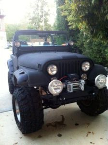 There's a jeep that would blend in in the dark! Jeep Cj7, Jeep Jeep, Jeep Wranglers, Cool Pictures, Cool Photos, Jeep Trails, Jeep Brand, Jeep Wave, Vintage Jeep