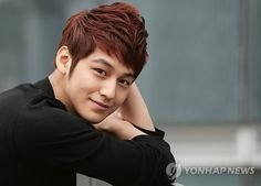 Top 10 Most Popular Korean Actors In 2014 has a one in a million smile that makes my heart goes all warm inside