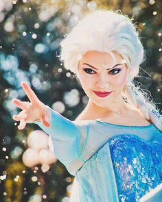 See which Disney Princess you would play if you worked at Walt Disney World as a face character! Elsa Cosplay, Disney Cosplay, Frozen Cosplay, Disney Frozen, Elsa Frozen, Frozen Face, Disney Magic, Disney Fairies, Disney Poses