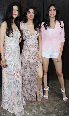 While Shanaya opted for a white checkered dress, Khushi Kapoor looked pretty in her thigh-high slit gown for the celebration. Ananya kept it casual with all-white summer wear, paired with a blush pink jacket for the outing. Cute Preppy Outfits, Chic Outfits, Girl Outfits, Bollywood Girls, Bollywood Fashion, Bollywood Actress, Spring Work Outfits, Spring Dresses, Saree Wearing Styles