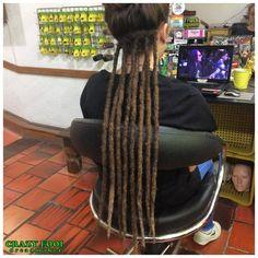 Longos dreads de cabelos naturais na Janaina Torres de Cachoeirinha/RS