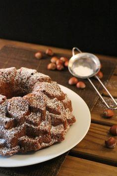 Bundt cake de peras, yogur griego y avellanas. {National Bundt Cake Day}