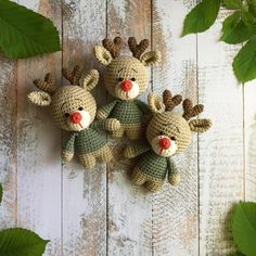 Amigurumi reindeer crochet toy Looking for a project for Christmas? You are going to love this free reindeer amigurumi pattern. Since this crochet toy is easy and quick to make, it will make a fine Christmas project. Tutorial Amigurumi, Crochet Patterns Amigurumi, Amigurumi Doll, Crochet Dolls, Knitting Patterns, Knitting Toys, Chat Crochet, Free Crochet, Crochet Bear