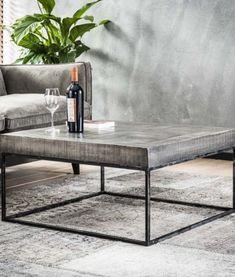 Salontafel byBRICKS Antwerp Grijs Mangohout - Yels.nl Table Beton, Concrete Table, Diy Interior, Interior Design, Modern Classic Interior, First Home, House Colors, Plank, Dining Bench