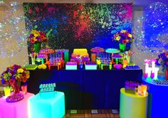 If you are looking for themes for birthday party, take advantage of the ideas and suggestions for traditional decorations or super different. Neon Birthday, 13th Birthday Parties, Birthday Party For Teens, Sleepover Party, 15th Birthday, Disco Party, Glow Party, Girl Birthday Decorations, Neon Glow