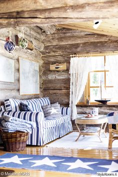 olohuone,saaristolaistyyli,tupa Decor, Beach Room, Rustic Country, Forest House, Home Decor, Rustic Home Decor, House In The Woods, Cottage Plan, Rustic House