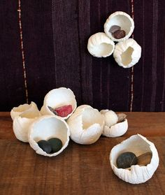Pat paper clay over balloons to make these paper-clay barnacles. Source: Design Sponge---make eggs this way! Learn how to make fun Paper-Clay Barnacles with just paper clay and balloons - maybe used to contain dreams, secrets, safe place Cover entire ball Paper Mache Diy, Diy Paper, Paper Clay Art, Origami Paper, Clay Projects, Clay Crafts, Papier Diy, Balloon Crafts, Paperclay