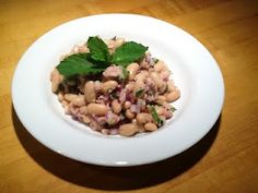 Tuna and Cannellini Bean Salad - something quick and easy to make and bring for lunch at work
