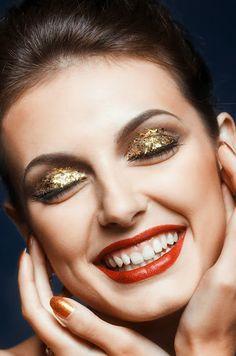 The Golden Glitz Makeup