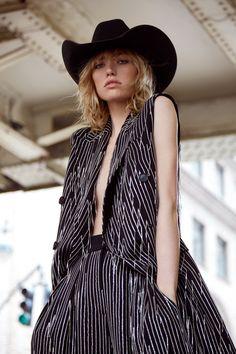 Photography:Rocio Ramos. Styled by:Angel Macias. Hair & Makeup:Nacho Fernández. Model:Cora Keegan.
