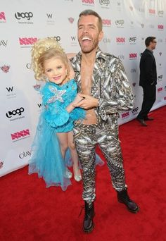Perez Hilton (with Eden Wood!) looks like this now.
