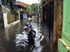 @petajkt banjir di RT 4 RW 5 Jl. Kebalen @kel_rawabarat