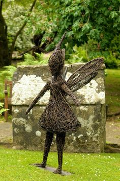 Emma Stothard - Sculptor | Willow Sculpture and Wire Sculpture | North Yorkshire, UK
