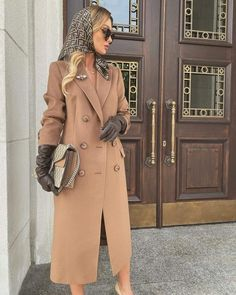 Classy Outfits, Stylish Outfits, Girl Fashion, Fashion Outfits, Womens Fashion, Winter Stil, Looks Chic, How To Wear Scarves, Elegant Outfit
