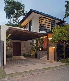 garage House at Surabaya, Indonesia Property Buying Guide for the First Time Buyer Buying a home? Modern Tropical House, Tropical House Design, Modern Small House Design, Minimalist House Design, Modern House Plans, Tropical Houses, Modern Zen House, Modern House Facades, House Bali