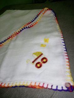 Fralda de croche e aplique com predendor de chupeta