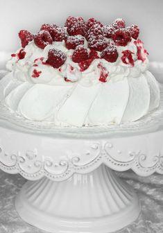 Pavlova med hallongrädde Pavlova, Macarons, Cupcakes, Dessert Recipes, Desserts, Tart, Cheesecake, Food And Drink, Cooking Recipes
