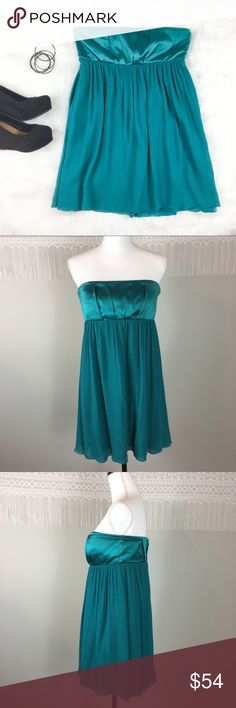 Alice + Olivia Teal Strapless Silk Dress Alice + Olivia teal strapless dress. Size 6. Approximate measurements flat laid are 27' long and 16' bust. It does have inside lining and strip inside bust to help hold up dress. Pre-owned condition. Has some silk pulls and outside seam has opened up under one arm. There is not a hole where seam has opens! These issues aren't super noticeable. Perfect homecoming dress.  ❌I do not Trade 🙅🏻 Or model💲 Posh Transactions ONLY Alice & Olivia Dresses Mini