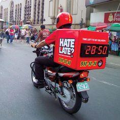Um die versprochene 30-minütige Zustellfrist zu dramatisieren, installierte Pizza Hut im Rahmen einer Guerilla Marketing Aktion eine Stoppuhr auf den Bikes.