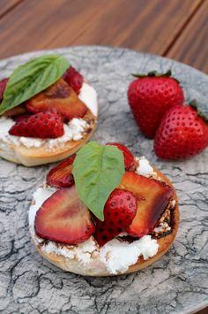 Balsamic-Strawberry Bagel Bruschetta