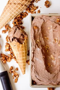 no churn chocOlate ice cream with salty candied peanuts