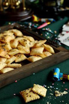 Juditka konyhája: ~ ROPOGÓS , MAGVAS KEKSZ ~ Salty Foods, Hungarian Recipes, Biscuits, Food And Drink, Low Carb, Snacks, Cookies, Cake, Sweet