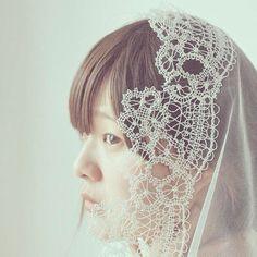 poetika_weddingdressヴェールひとつとっても お国柄やデザイナーの個性があらわれます。  スペインから届いたヴェールは主役級に印象的。  ノルウェーやフランス、イタリアからのヴェールもそれぞれにステキです♡″