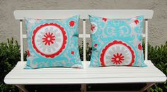 Love the turquoise and red pillows