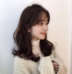 Korean Medium Hair, Korean Short Hair, Medium Layered Hair, Medium Hair Styles, Curly Hair Styles, Hair Korean Style, Korean Perm, Korean Hairstyles Women, Japanese Hairstyles