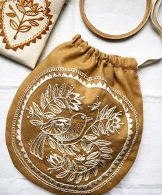 And it's so beautiful. The joy of finishing something that you make with your own hands is indescribable. Embroidery Shop, Simple Embroidery, Embroidery Thread, Cross Stitch Embroidery, Embroidery Patterns, Embroidered Bag, Needle And Thread, Sewing Crafts, Needlework