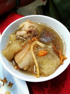 Chinese herbal soup with pig's tail & fish maw