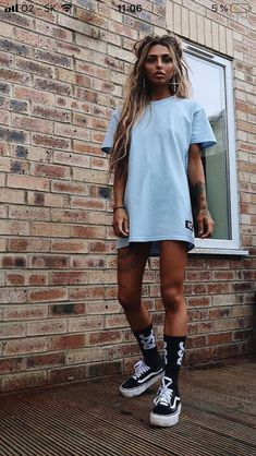 4e7e11028 Graphic prints on oversized t-shirts are great and give a boyish ...