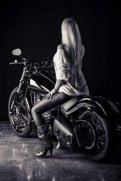 Pure muscle and a blonde biker Chick🏍🏍🏍 E Biker, Lady Biker, Biker Chick, Biker Girl, Suzuki Gs 500e, Motard Sexy, Motos Harley, Chicks On Bikes, Motorbike Girl