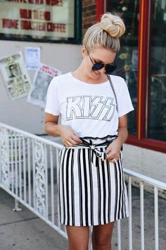 Pair a band tee with a patterned mini skirt. Casual Skirt Outfits, Summer Outfits, Cute Outfits, Trends, Band Tees, Mode Style, Spring Summer Fashion, Casual Wear, Nice Dresses