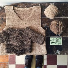 i was 19 when i first laid my hands on some #handspun yarn from #alentejo, during an archaeology summer camp in the village of mértola. i brought home all the skeins i could afford and knitted myself a sweater and this vest, that i still wear 21 years later • #alfeire #retrosariarosapomar #portuguesewool #ravelry