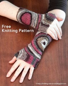 Free Knitting Pattern: Zoom Out Fingerless Gloves