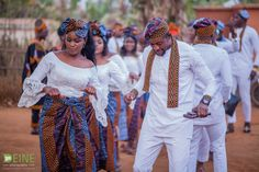 Cameroonian street style fashion influencer Divine Polyvalent has shared beautiful pictures of his traditional toghu themed wedding Ghana Traditional Wedding, African Traditional Wedding Dress, African Wedding Theme, Maya, African Men Fashion, African Wear, Fashion Women, Fashion Ideas, Fashion Outfits