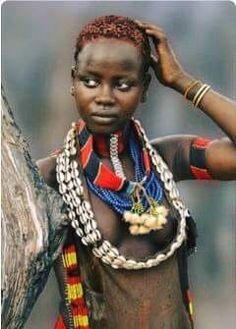 """HISTÓRIA """"A Memória Viva Do Povo Áfrikano"""" : Você sabia que, quem tem um grande conhecimento histórico, tem o poder da sabedoria em sua tutela ? E com esse poder, ele pode dominar e se tornar um deus..."""