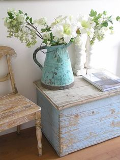 home decor distressed patina chippy white shabby vintage decor This trunk resembles mine from my father in law! I need to distress it a bit more and it will be gorgeous just like this one and I can use it in the den as a side table. - A Interior Design Country Decor, Rustic Decor, Farmhouse Decor, Country Homes, Rustic Charm, Shabby Vintage, Shabby Chic Homes, Shabby Chic Style, Shabby Chic Furniture