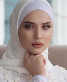 Image in brid 👰🏻 👰🏼 💍 ✨ collection by 𝑁𝑢𝑈𝑟 𝑆𝑎𝑙𝑎ℎ♕ Muslimah Wedding Dress, Muslim Wedding Dresses, Disney Wedding Dresses, Muslim Brides, Wedding Dress Sleeves, Dress Muslimah, Muslim Couples, Modern Hijab Fashion, Muslim Women Fashion