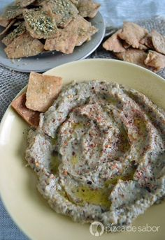 de berenjena o baba ghanoush Dip de berenjena o baba ghanoush. Un riquísimo platillo si buscas recetas nuevas para preparar con berenjena, muy fácil de preparar! Lebanese Recipes, Raw Food Recipes, Appetizer Recipes, Vegetarian Recipes, Cooking Recipes, Healthy Recipes, Appetizers, Dip Thermomix, Yogi Food