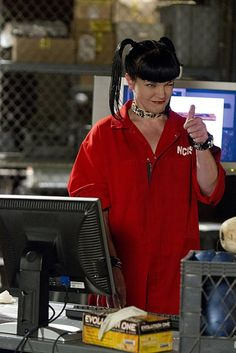 Pauley Perrette in NCIS: Naval Criminal Investigative Service Serie Ncis, Ncis Tv Series, Ncis Abby Sciuto, Pauley Perrette Ncis, Pauley Perette, Ncis Characters, Mejores Series Tv, Ncis Cast, Crime