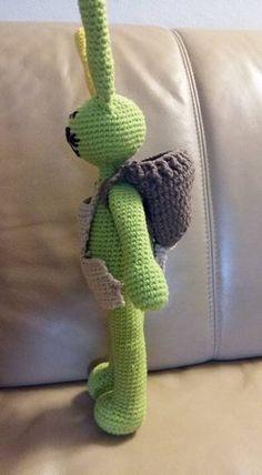 Crochet easter bunny Today I ring in the Easter time with you. I crochet with you an Easter bunny. Crochet Dinosaur Patterns, Crochet Patterns Amigurumi, Knitting Patterns, Crochet Chart, Crochet Hooks, Free Crochet, Crochet Easter, Crochet Dragon, Cute Dinosaur