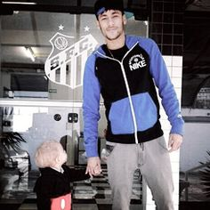 Image shared by Fernanda Cortes. Find images and videos about brazil, football and neymar on We Heart It - the app to get lost in what you love. Neymar Jr, Daddy And Son, Father And Son, Neymar Family, Play Soccer, World Cup 2014, Cute Family, Best Player, Football Players