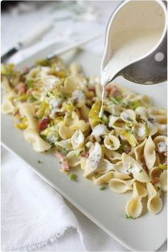 Pasta with leeks and garlic, mustard sauce - chefNini - PÂTES - Vegetarian Recipes No Salt Recipes, Veggie Recipes, Pasta Recipes, Vegetarian Recipes, Cooking Recipes, Chef Recipes, Sauce Recipes, Food Porn, Salty Foods