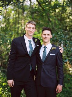 navy blue #groomsmen attire @weddingchicks